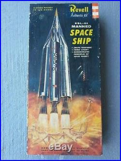 Revell H-1800198 Xsl-01 Manned Space Ship (xsl Experimental Space Laboratory)